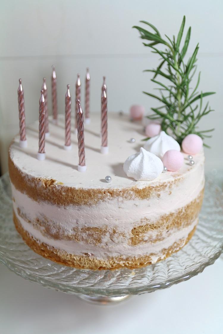 10-vuotissyntymäpäivä, syntymäpäiväkakku, 10-vuotiaan tytön syntymäpäiväkakku, mansikkakakku