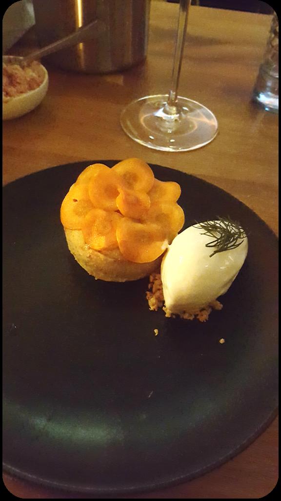 Karottenkuchen mit flüssigem Kern und Joghurteis. Cordobar, Berlin, Januar 2016 | Arthurs Tochter Kocht von Astrid Paul