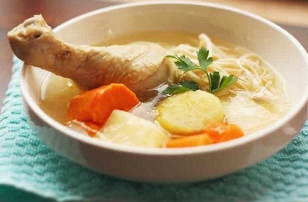 Receta de Sopa de pollo con verduras y cabello de ángel