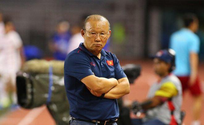 """HLV Park Hang-seo phải dùng """"mì ăn liền"""" ở vòng loại World Cup?"""