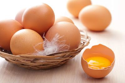 Cách phân biệt trứng gà bị tẩy trắng và trứng gà ta đơn giản