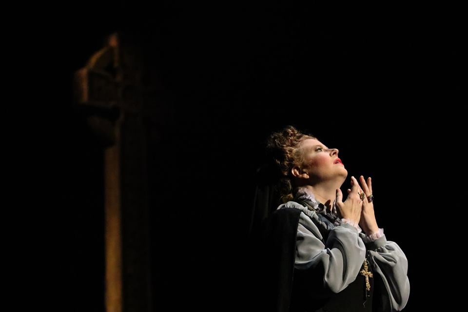 IN REVIEW: soprano JODI BURNS in the title rôle in Piedmont Opera's October 2019 production of Gaetano Donizetti's MARIA STUARDA [Photograph © by André Peeler & Piedmont Opera]