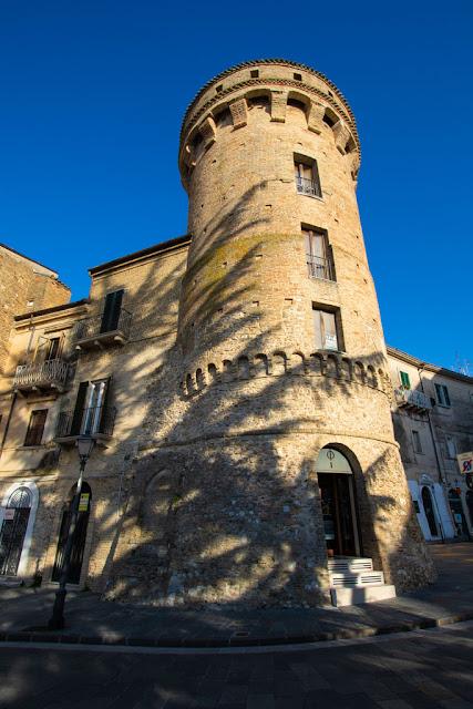 Torre di Bassano in piazza G.Rossetti-Vasto