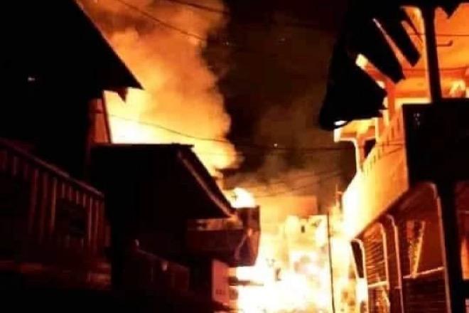 Kebakaran Dahsyat di Sengkang Hanguskan 7 Rumah Milik Warga