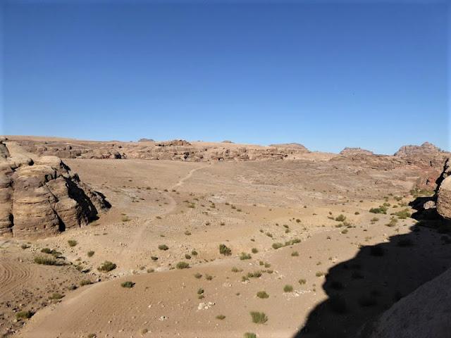 panorama sulla vallata e su parte del sentiero