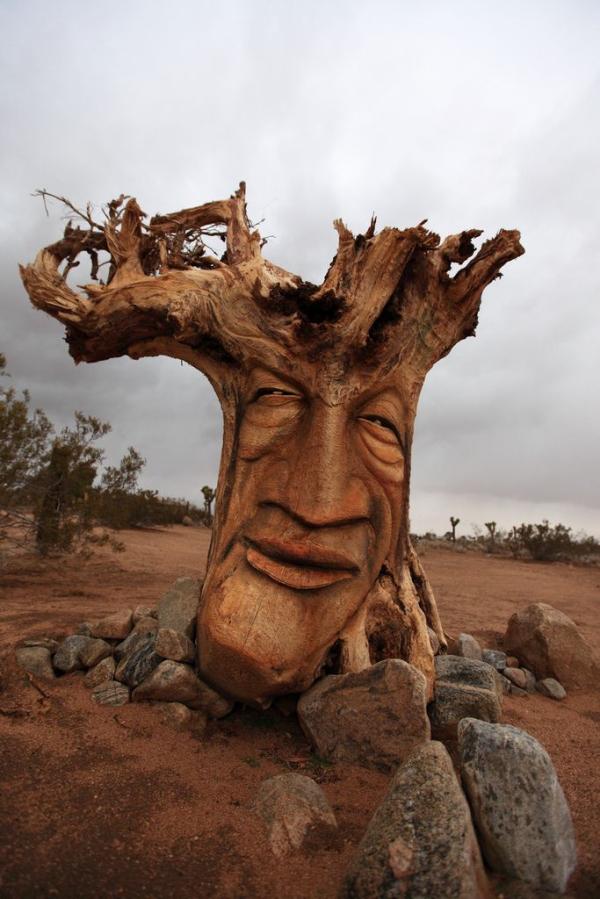 Árvore esculpida