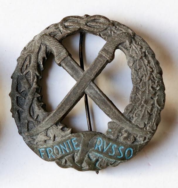 confronto tra distintivi commemorativi del fronte russo csir armir badge russian italian