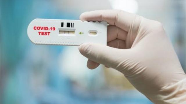 Από την τσέπη τους τα τεστ οι ανεμβολίαστοι  εργαζόμενοι σε εστίαση και τουρισμό - Τεράστια η «μείωση» μισθού