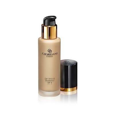 Suave maquillaje rejuvenecedor que mejora visiblemente el tono de la piel dotándola de una luminosidad y un acabado impecables. Cubre y suaviza la apariencia de finas líneas y arrugas y ayuda a mantener los niveles de hidratación de la piel. Con factor solar SPF 8 que protege de los radicales libres. 4.