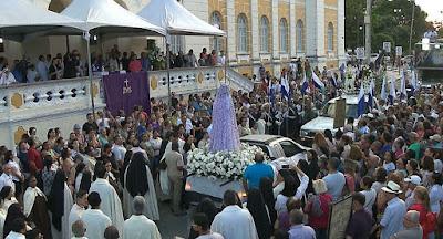 A arquidiocese realizou nesta sexta feira dia 23 a procissão do encontro pelas ruas do centro de João Pessoa