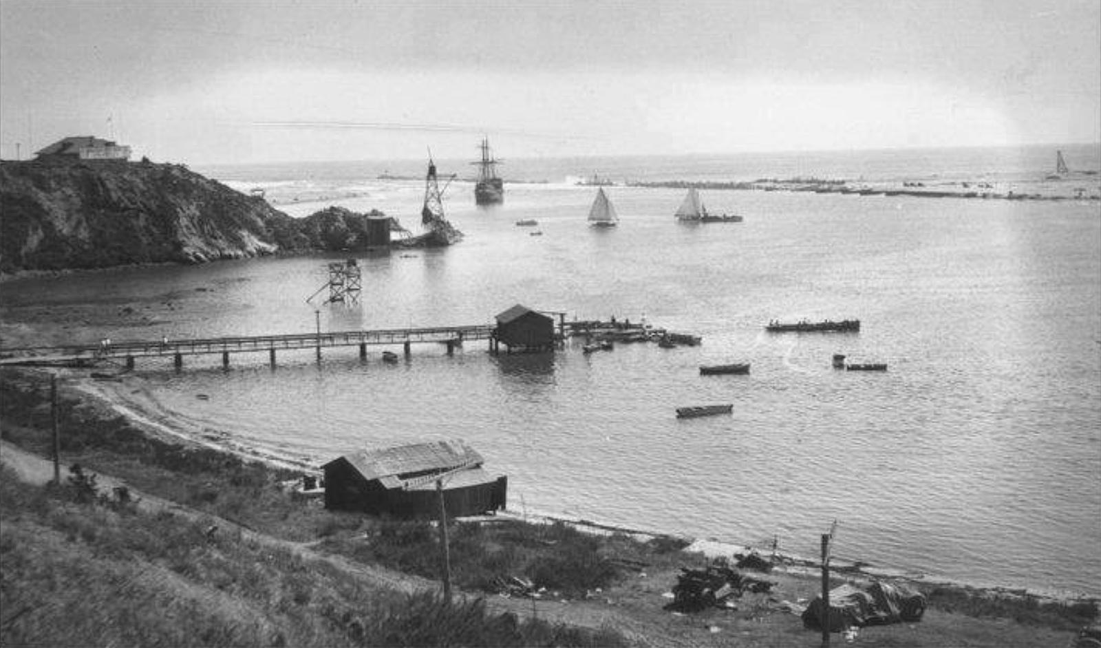The white apron newport beach - Newport Harbor Entrance C 1900