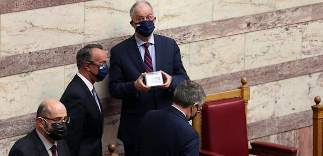 Οι μάσκες έπεσαν: Προϋπολογισμός κοινωνικού δαρβινισμού και αναλγησίας, εφιαλτικών προβλέψεων και υπεραισιόδοξων εκτιμήσεων