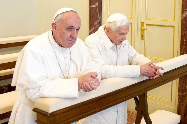 Le vrai bordel est la cohabitation de 2 papes. Papi