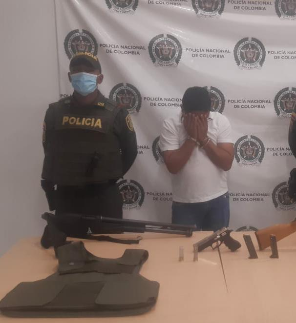 hoyennoticia.com, A concejal de Albania le incautan varias armas