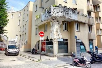 Paris : Cariatides de Philippe Rebuffet, Actéon changé en cerf par Diane chasseresse - Passage du Petit-Cerf - XVIIème
