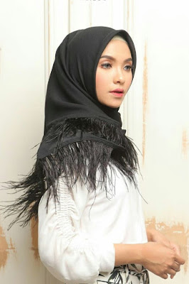 harga jilbab satin segi 4