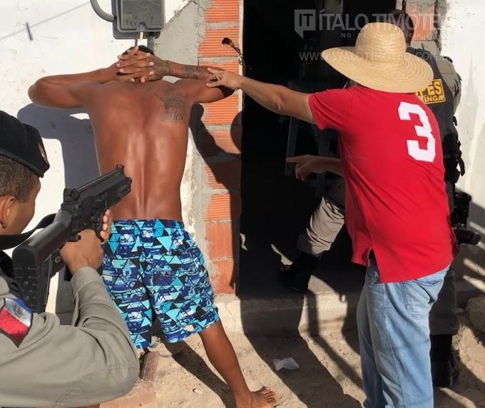 Exclusivo: polícias realizam operação em Delmiro Gouveia e prendem 7 pessoas (vídeo)