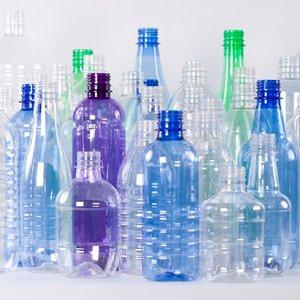 Что нужно знать при покупке воды и еды в пластиковой упаковке, http://prazdnichnymir.ru/, пластиковые бутылки, пластиковые контейнеры, пластиковая посуда, пищевой пластик, интересное про пластиковые бутылки, интересное про пластиковую посулу, какой пластик вреден, как правильно выбрать пластиковую посуду, маркировка пластиковых бутылок, маркировка пластиковой посуда, что означает маркировка на пластике, символы на пластиковой посуде, опасный пластик, безопасный пластик, PET или PETE, HDP или HDPE, PVC или V, LDPE, PP, PS, O, OTHER, PC, PEHD (HDPE), рекомендации по безопасности пластиковой тары, одноразовая тара, пластиковая тара, использование пластиковой тары повторно, пищевой пластик как обозначается, непищевой пластик как обозначается,