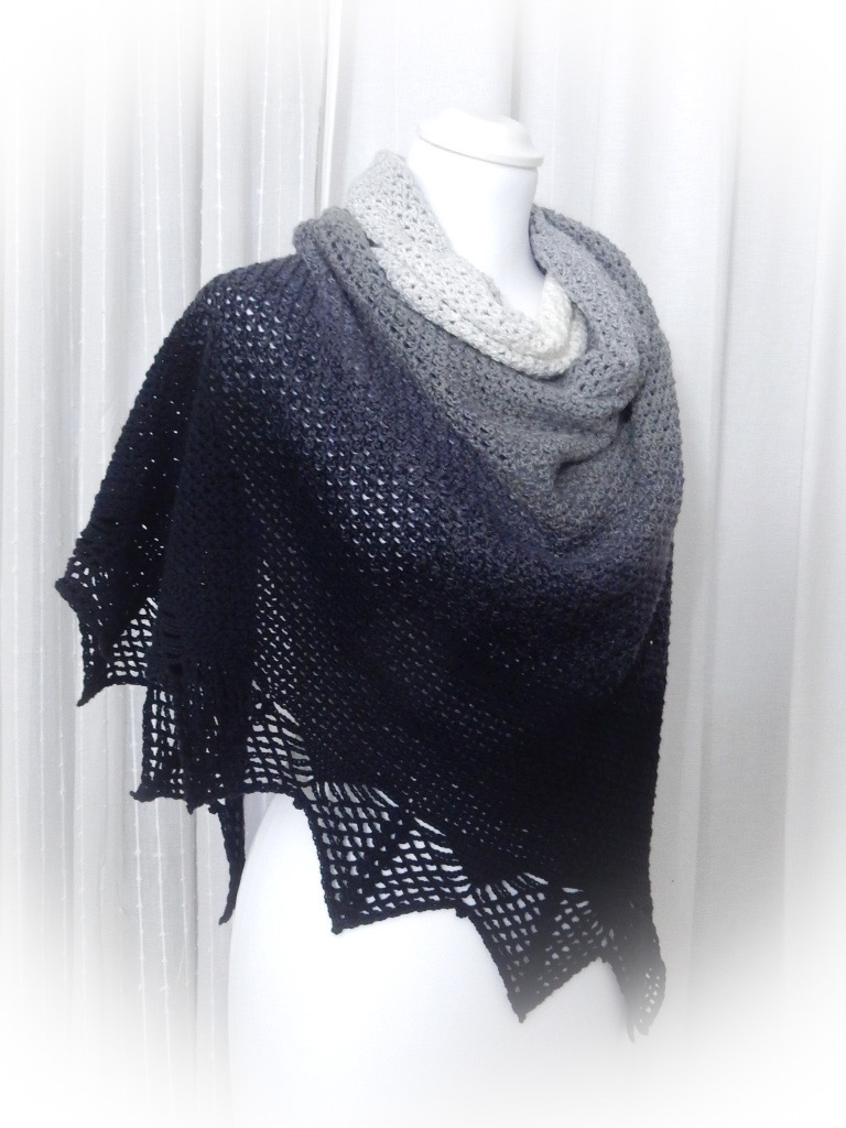 free crochet pattern shawl wrap the curio crafts room thecuriocraftsroom lunation shawl