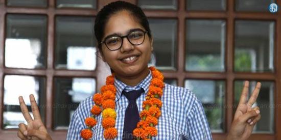 CBSE பன்னிரண்டாம் வகுப்பு தேர்வில் லக்னோ மாணவி 100 சதவீதம் மதிப்பெண்கள் பெற்று சாதனை