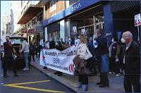 Concentración na oficina de Praza Pontevedra na Coruña. Imaxe: CIGBBVA (cc) BY-NC-SA