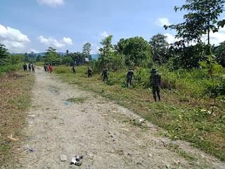 Satgas TNI Bersama Aparat Desa dan Masyarakat Laksanakan Kerja Bakti