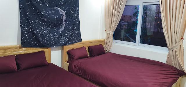 Phòng 2 giường có view sân vườn