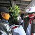 Relawan Indonesia Bersatu Lawan Covid-19, Blusukan bagikan sembako