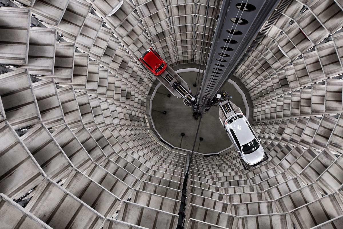 maior estacionamento vertical do mundo gigantes do mundo. Black Bedroom Furniture Sets. Home Design Ideas