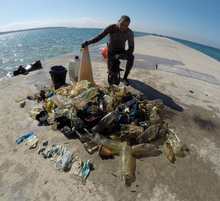 Сміття з пляжу Гольф Жуан