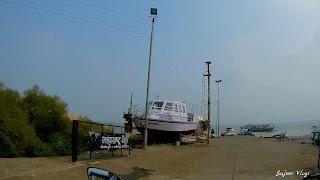 Sea shore and Boats near Vasai.