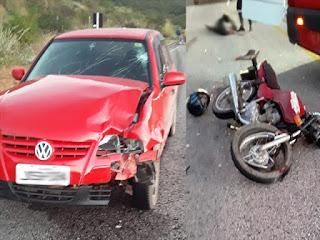 Colisão entre carro e motocicleta