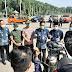 Petugas Gabungan Dari Polres Gresik, Kodim 0817 Dan Pemda Gresik Lakukan Penyemprotan Disinfektan Pada Kendaraan Yang Melintas di Kabupaten Gresik