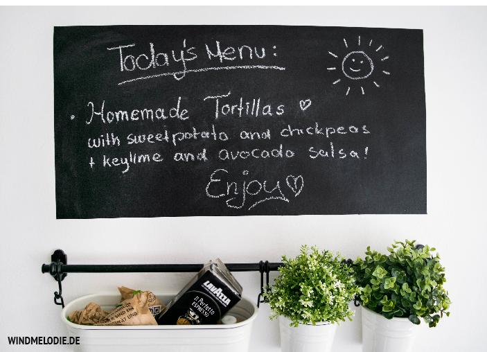 Küche Tafelwandfarbe Ideen Schwarz weiß Scandi Style