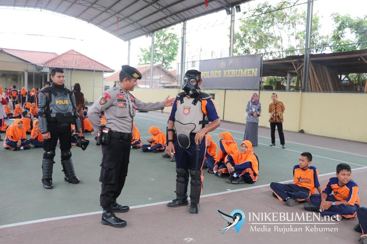93 Pelajar SMP Negeri 3 Kebumen Belajar di Polres Kebumen