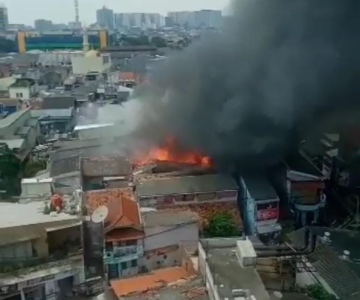 Jago Merah Mengamuk di Matraman, 15 Rumah Tinggal Terdampak Kebakaran