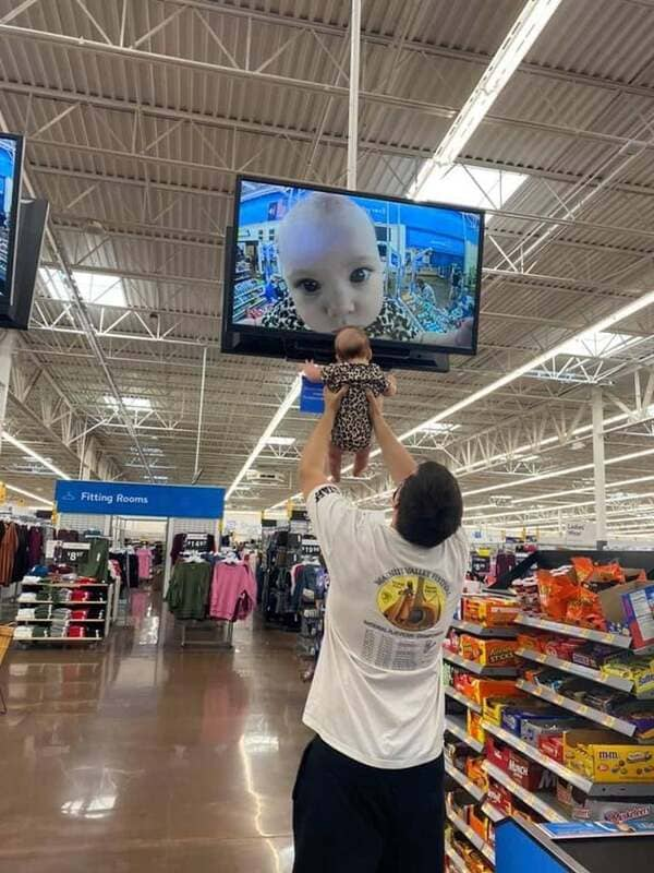 The People Of Walmart - Did You Think It Was All Over? Think Again!