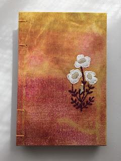 libreta  batik y bordada