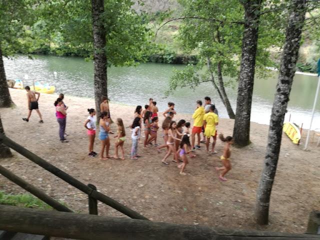 Jovens na Praia Fluvial do Vimieiro