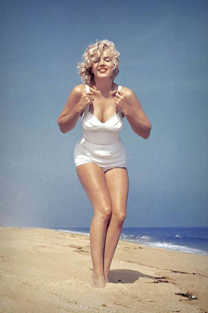Marilyn Monroe, photographer Sam Shaw arranged for the actress a photo shoot on the beach in Amagansett, New York