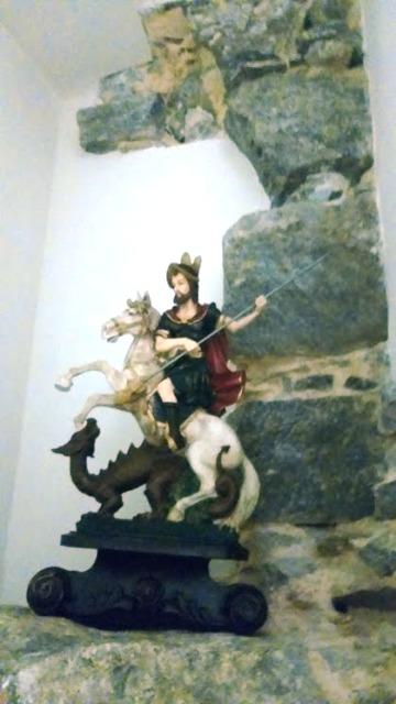 Viga com a imagem de São Jorge