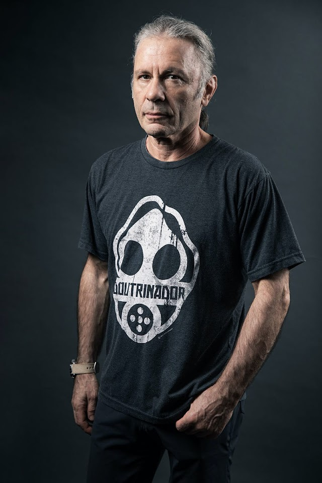 O Doutrinador: Bruce Dickinson usa camiseta do anti-herói brasileiro