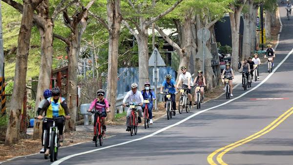 賞鷹小旅行樂遊彰化八卦山 美籍遊客邊騎邊玩說讚