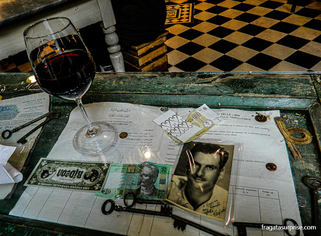 mesa de bar em Bolonha