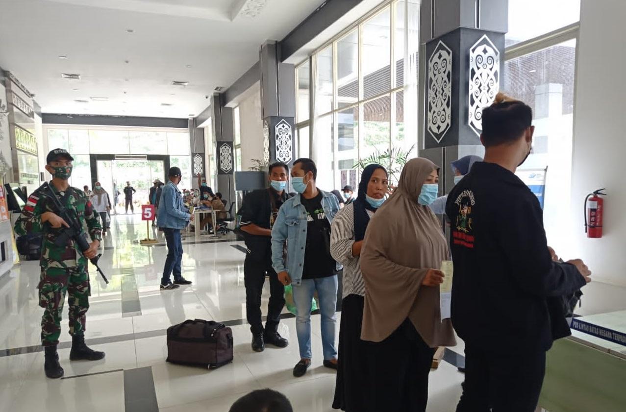 Satgas Pamtas Yonif 642 Kapuas Amankan 27 Orang Pekerja Migran Indonesia Non Prosedural