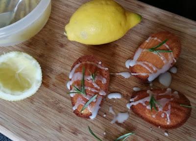 Zitronen-Rosmarin-Madeleines