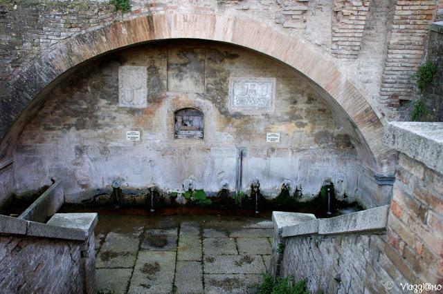 Scorcia delle Fontane del Duca vicino al Palazzo del Duca