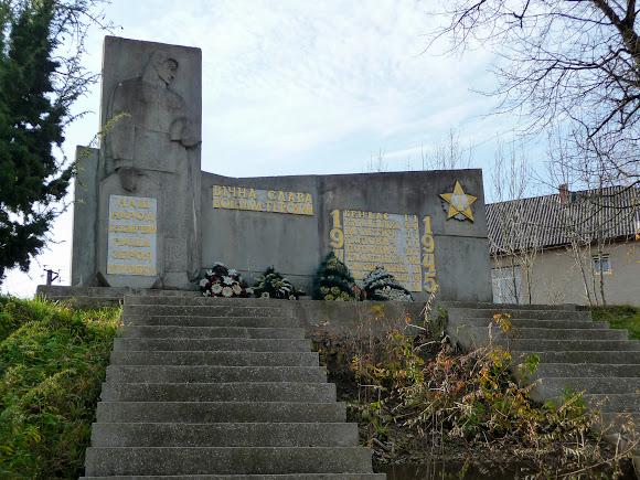 Голубиное. Воинский мемориал Второй мировой войны