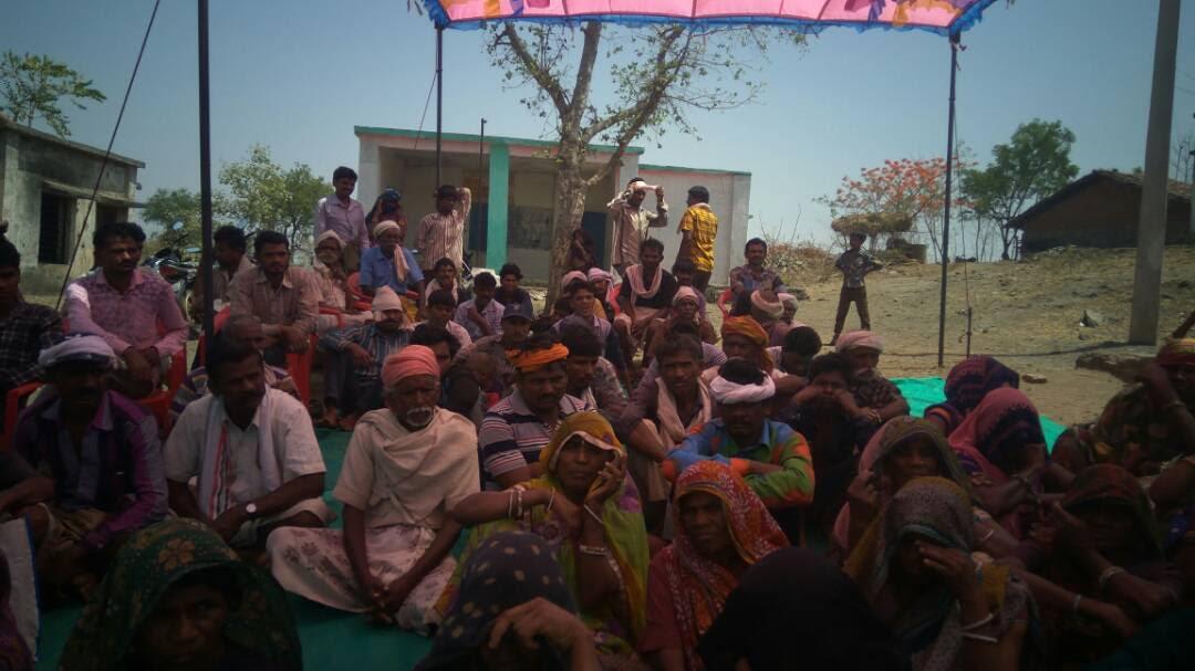 krashi-rath-give-Advice-to-villagers-कृषि क्रांति रथ गाॅव-गाॅव घूमकर दे रहे सलाह
