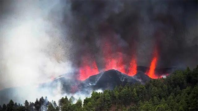 """للمرة الأولى منذ نصف قرن.. ثوران بركان """"كومبري فييخا"""" في جزر الكناري الإسبانية"""